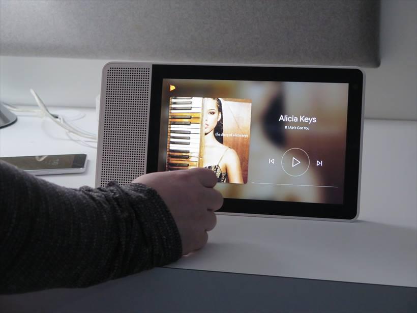 ↑クアルコムのブースでも、Lenovo Smart Displayのデモンストレーションが行われていた
