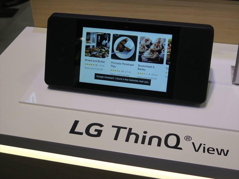 ↑LGエレクトロニクスが2018年内に発売予定の「LG ThinQ View」。8型のディスプレイを搭載