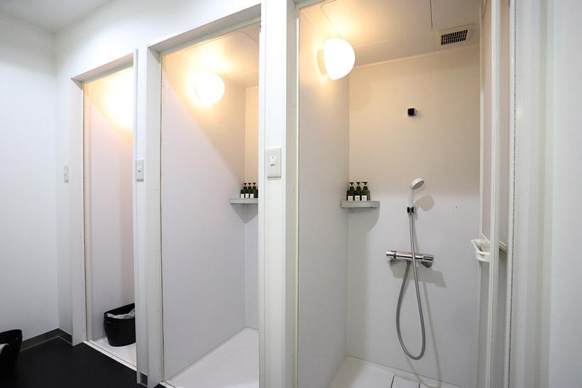 ↑シャワーも完備