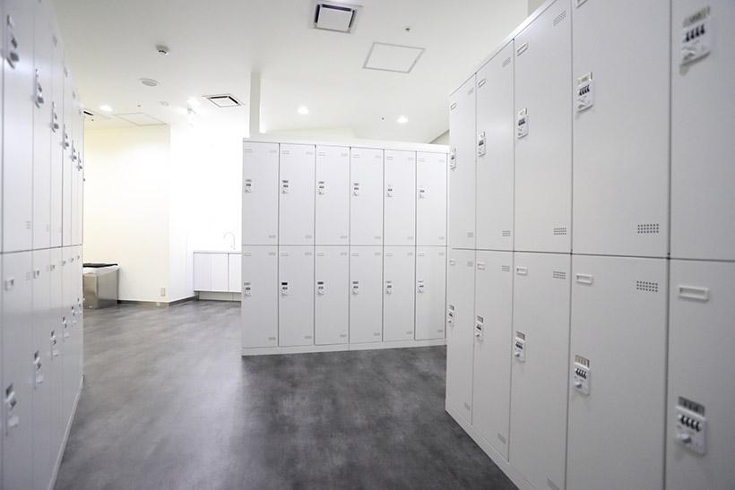 ↑女性用更衣室はとても広々
