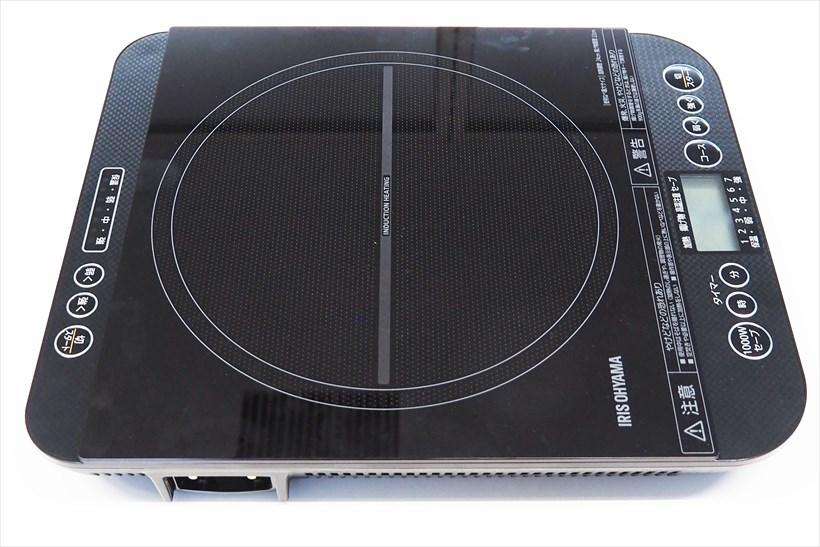 ↑卓上IHコンロ(対面操作式) IHC-TM141。操作パネルはメインとサブがあり、サブ操作パネルは電源の入/切、火力調整、火力表示のみ。メーン操作パネルはこれに加えて、タイマーボタンや揚げ物モードが選べるコース選択ボタン、ブレーカーが落ちることを防止する1000Wセーブ機能のボタンなどを搭載