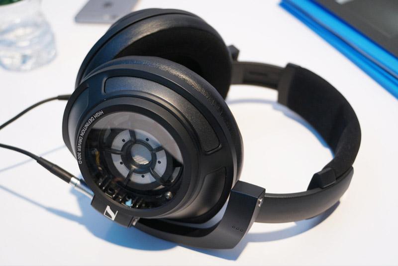 ↑ゼンハイザーの密閉型フラグシップヘッドホン「HD 820」