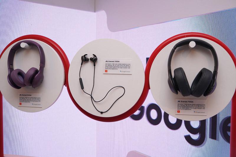 ↑JBLがGoogleアシスタント搭載ヘッドホンとイヤホンを3機種発売