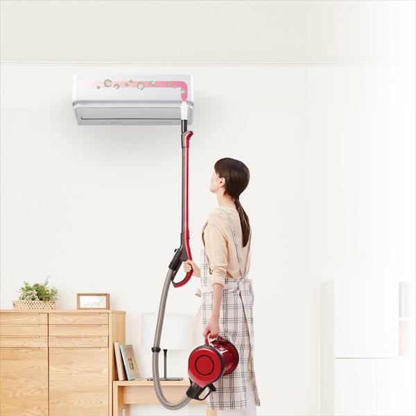↑フィルターの自動お掃除機能で取ったホコリは、室内機の内部のダストボックスに溜まります。付属のお掃除ノズルを使用すれば、ダストボックスに溜まったホコリを掃除機で直接吸い取ることができます