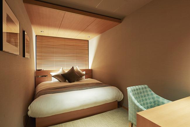 プレミアムクラスキャビンにはトイレや洗面台、冷蔵庫なども完備(1泊1室7800円~/定員2名)