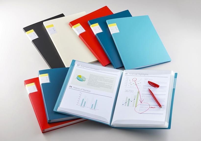 ↑A4タイプで、ポケット枚数は20 ポケットと40 ポケットの2 種類。カバーのカラーは赤、水色、ネイビー、黒、白の5 色展開です