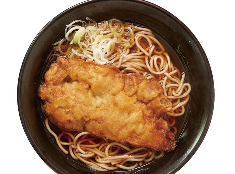 ↑ジャンボ鶏から揚げそば(450円)。大ぶりの鶏から揚げは、ボリューム満点で大人気