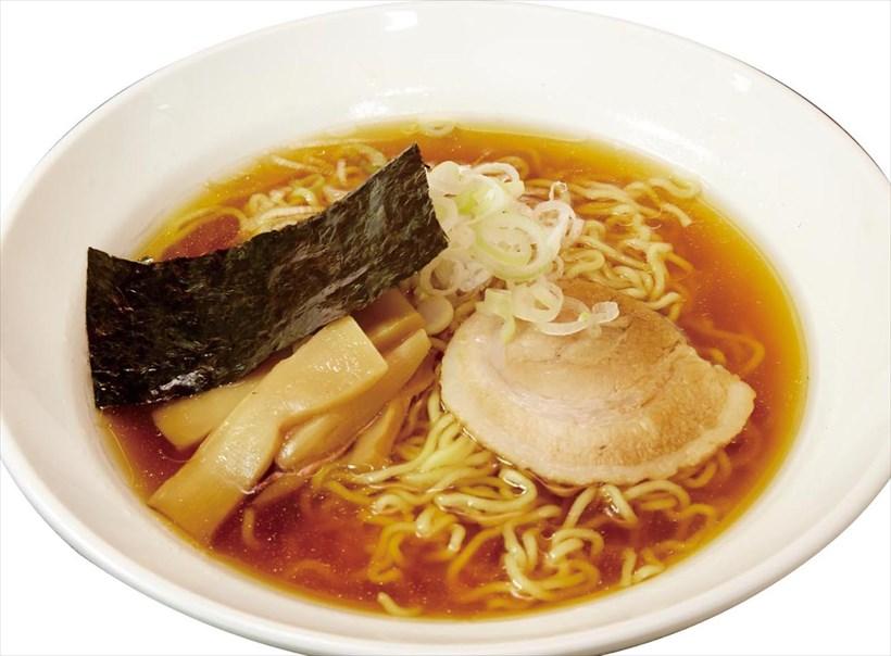 ↑中華そば(390円)。ゆで時間が短くもっちりした中華麺を自社開発。和風しょうゆスープも◎