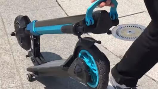 自転車はロシアでもう古い? キックスケーターの進化系が「バターの上を滑っているようだ」と大人気