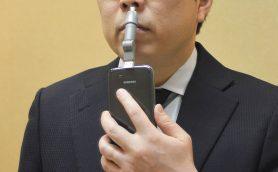 シュールだけど意外に便利!? 急な「鼻毛トラブル」を救うスマホ給電の鼻毛カッター