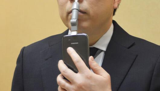 シュールだけど意外に便利! 「鼻毛トラブル」を救うサンコー「スマホde鼻毛カッター」