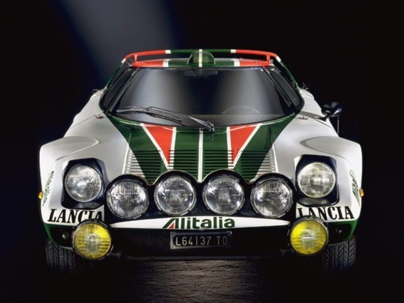 世界ラリー選手権(WRC)では、1974年から1976年にかけて3年連続メイクスチャンピオンに輝く。無敵のラリーマシンとしてその名を轟かせた