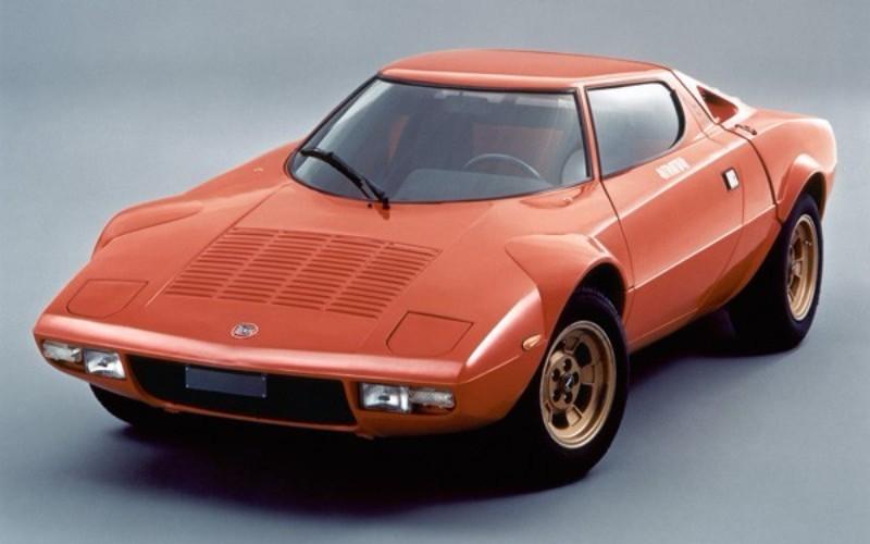 市販モデル=ストラダーレは1974年に登場。ラリーの戦果と対照的に販売は振るわず、わずか492台で生産は終了となった
