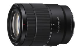 APS-C対応のコンパクトな高倍率ズームレンズ「ソニー E 18-135mm F3.5-5.6 OSS」