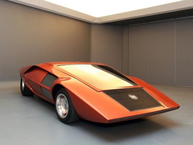 1970年開催のトリノ・ショーに出展された「ストラトス ゼロ」。後にストラトスへと発展していく