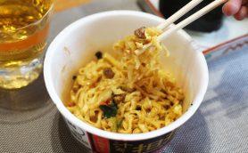 カルディ「個性派カップ麺」ランキング – 1位は「モチモチ&辛ウマ」の絶品ご当地グルメに決定!