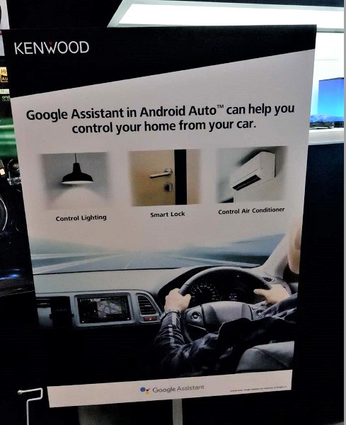 ↑Google Homeをコントロールする専用アプリ「Google Assistant」を車載で利用するデモも披露された