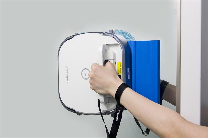 ↑付属品の着脱落下防止ストラップと取付補助パッドを使用した例