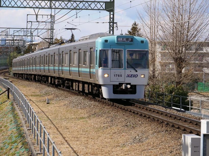 ↑遠方から向かってくる電車を高速連写+AF-Cモードで撮影。AFはしっかり追従し、約20コマの全カットで正確なピントを確認できた。120mm相当 シャッター優先オート(F7.1 1/500秒)ISO200 WB:オート