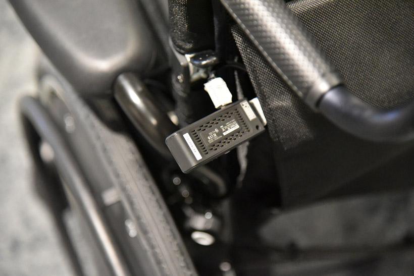 ↑操作系とは別に画像は放送用のHDMI送信機を使用。車いすを含め、全部Amazonで購入できるという。手軽にアップデートできるのもメリットのひとつ