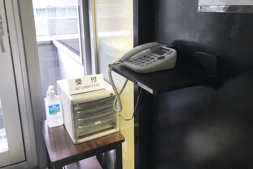 ↑オフィス入り口のドアに、呼び出し電話を載せてしまうことだってできる