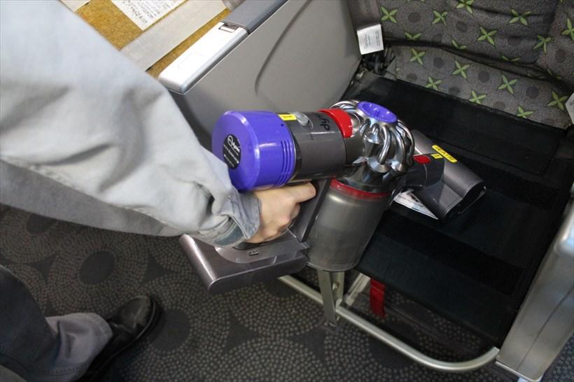 ↑シートを掃除する際は、ミニ モータヘッドを装着します