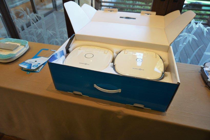 ↑梱包箱にはクリーニングユニット(左)とナビゲーションユニット(右)がセットで入っています