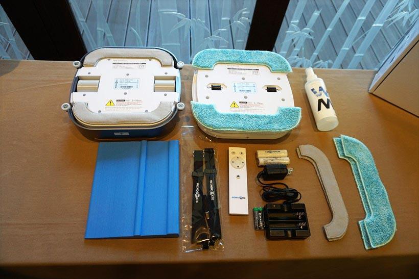 ↑内容物一覧。左上からナビゲーションユニット(底面)、クリーニングユニット(底面)、専用洗剤、取付補助パッド、着脱落下防止ストラップ、リモコン、リチウムイオンバッテリー(専用)、専用充電器、から拭き用ナビゲーションパッド、洗剤吹付け用クリーニングパッド