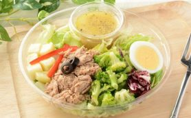 隠れた「もち麦」がイチオシ! NYで大流行した「チョップドサラダ」がローソンに新登場