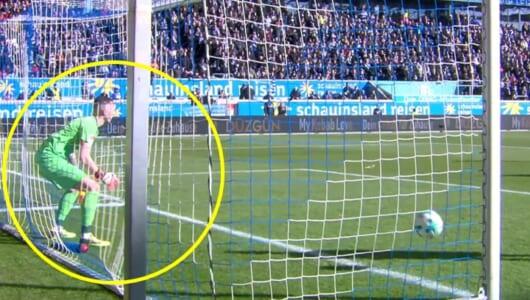 こんなの見たことない!サッカー史上最大級の「謎失点」が話題
