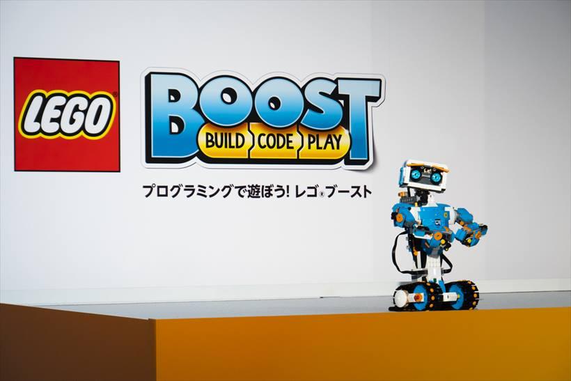 ↑「レゴ ブースト 17101 クリエイティブ・ボックス」。実売価格は2万1598円。現在はトイザらスのみ販売中で、2月15日より全国のレゴブランドストア、家電量販店、Amazonなどで販売開始予定だ。