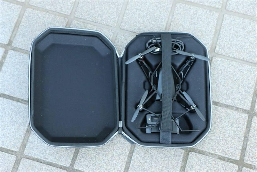 ↑ケースも片手で持ち運びできるサイズ感で便利