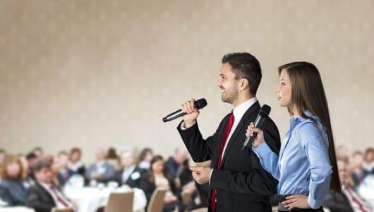 人前で話す時にやりがちな、NGな話し始め方5つ