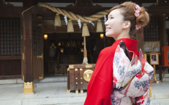 39908977 - furisode kimono in cheek smile woman