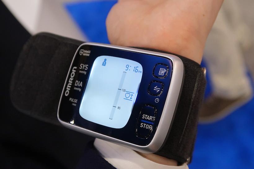 ↑こちらは従来の手首型の血圧計