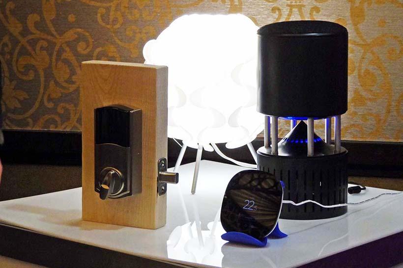 ↑外部からAI音声アシストを使い、家のエアコンや照明のON/OFFを行い、鍵の施錠/解錠まで実行。その端末は異なる音声アシストでも構わない