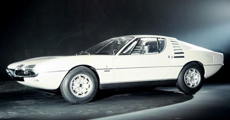 1967年カナダ・モントリオールの万国博覧会に出展した高性能GTの「アルファロメオ・ウニベルサル(universal)」。モントリオールの原型となる