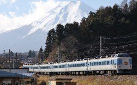 鉄道界に訪れる、ちょっと悲しい春の別れ――静かに消えゆく「古豪車両」と気になる今後