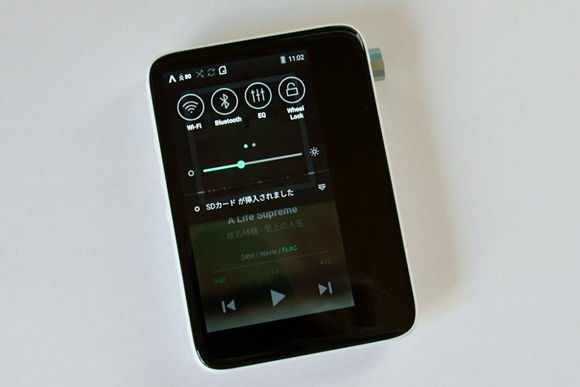 ↑上から引き出すと、Wi-FiやBluetooth、イコライザーなどのオン/オフができる