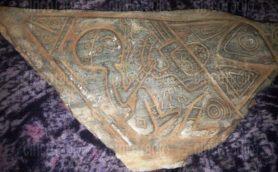 【ムー宇宙人の遺跡】メキシコでグレイ・エイリアンとの遭遇を示す石板が発見された!