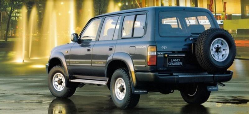 """90年代の""""ヨンクブーム""""のなか、RVとしての特性と、海外市場のニーズを併せ持つランクルが求められた"""