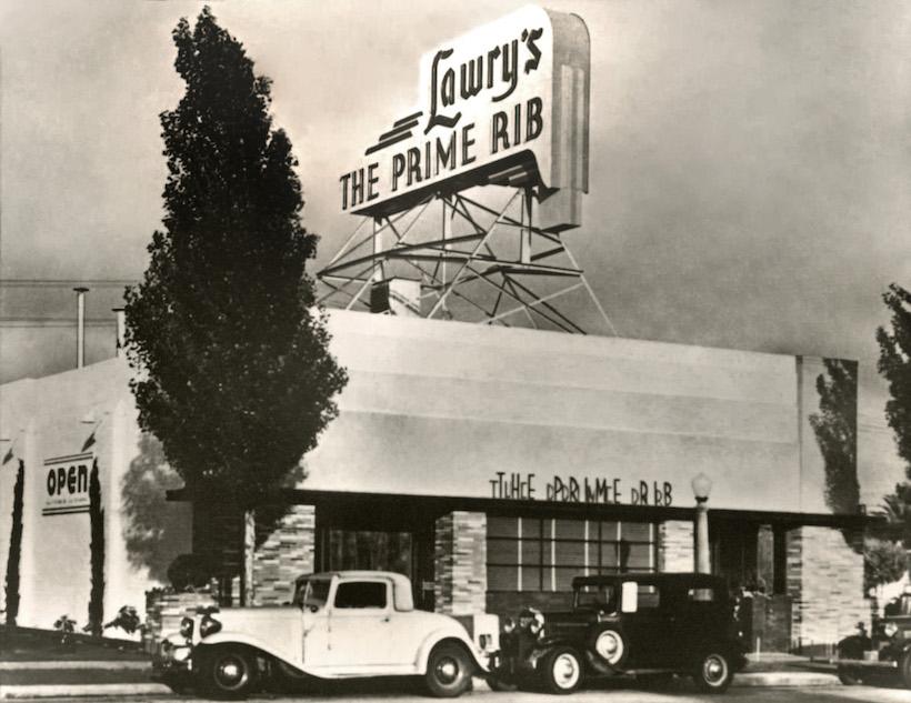 ↑本国の「ロウリーズ」。乗ってきたクルマを自分で駐車場に停めることなく、預けてそのまま食事をできるというスタイルをつくったのも、「ロウリーズ」が最初だった