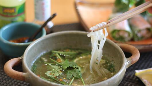 優しいスープが身体にしみるベトナム麺が1位に! カルディの「パクチーヌードル」ランキング