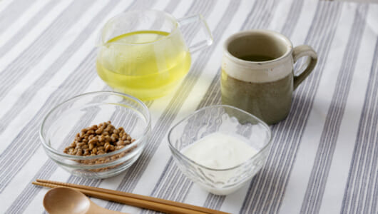 「薬を飲む」にプラス! 花粉症対策にとりたい食べ物とは?