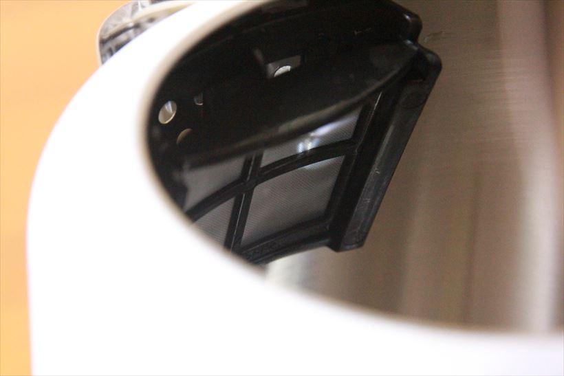 ↑注ぎ口の内側にはメッシュフィルターを搭載。汚れたら外して水洗いできます