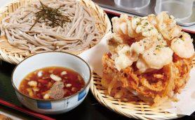 【立ち食いそば】天ぷらの上下で素材が違う…!? サクぷり「海盛りかき揚げ」とモチモチ十割そばが出合う新橋の名店