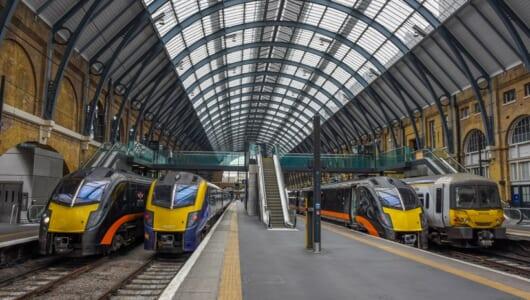 イギリスの列車の顔はなぜ黄色い? 知られざるイギリスの鉄道事情と日本との違い
