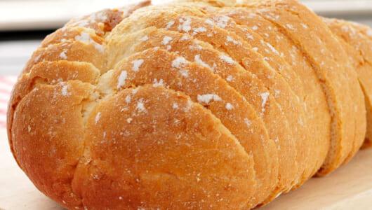 パリッとした皮の本格フランスパンは、厚手鍋があれば簡単に焼ける!