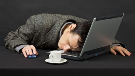 勝てない「眠気」をコントロールするには1分あればいい