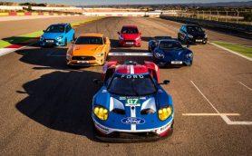 フォード自慢の高性能モデルがサーキットアタック!